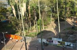 """Espiando a Praça da Alfândega antes de sua """"entrega"""" em 2011..."""